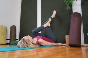 Post image for Yoga for Concentration | 1 hour Intermediate Hatha Yoga Class | Yoga with Dr. Melissa West 261