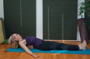Post image for Yoga with Melissa 260 | Restorative Yoga Full Class (53 mins) | Restorative Yoga with Bolster