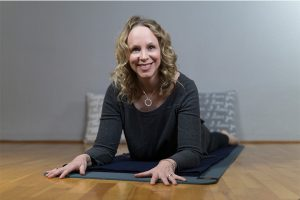 Post image for 80 min Intermediate Yin Yoga for Lower Back Pain | Yoga with Dr. Melissa West 421