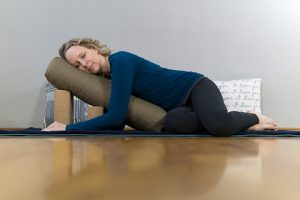 Post image for Beginner Restorative Yoga with Props | Yoga with Melissa 475